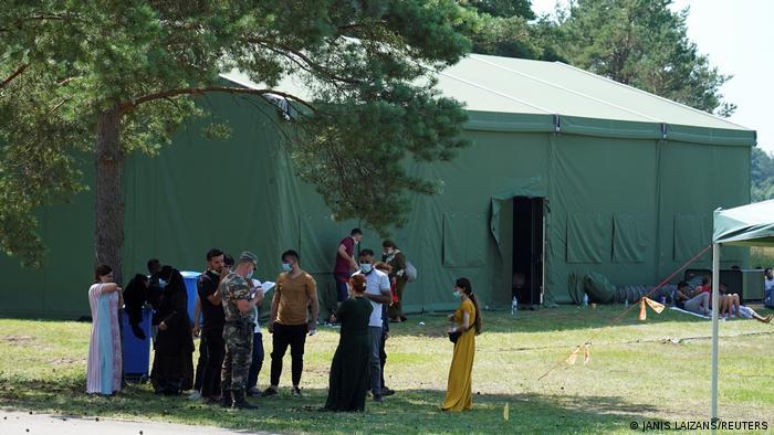 Нелегальные мигранты на литовском погранпункте в Друскининкае возле границы с Беларусью