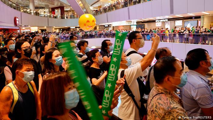 Große Einkaufszentren sind in Hongkong derzeit beliebte Olympia-Fanmeilen