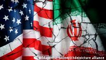 Fahnen von USA und Iran auf gebrochenem Grund