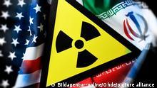 Fahnen von USA und Iran und Radioaktivitaet-Warnschild, iranisches Atomabkommen