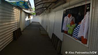 Закрытые киоски на рынке в Бресте