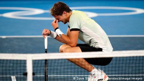 Alexander Zverev celebrates victory against Novak Djokovic