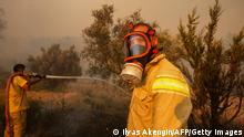 29.07.21 *** A firefighter battles with fire during a massive wildfire which engulfed a Mediterranean resort region on Turkey's southern coast near the town of Manavgat, on July 29, 2021. - At least three people were reported dead on July 29, 2021 and more than 100 injured as firefighters battled blazes engulfing a Mediterranean resort region on Turkey's southern coast. Officials also launched an investigation into suspicions that the fires that broke out Wednesday in four locations to the east of the tourist hotspot Antalya were the result of arson. (Photo by Ilyas AKENGIN / AFP) (Photo by ILYAS AKENGIN/AFP via Getty Images)