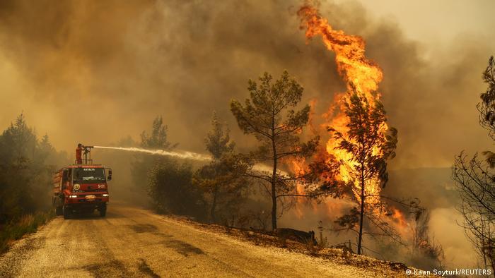 Yangında son durum: İki can kaybı daha, 3 ilde 6 yangın sürüyor