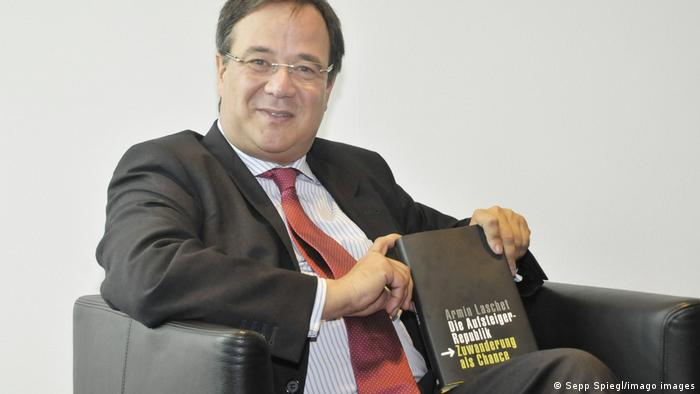 Armin Laschet holding his book 'Die Austeiger-Republik' in 2009
