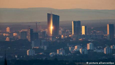 Die EZB im Morgenlicht