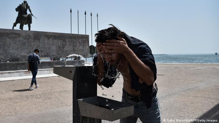 Спекотна погода встановилася і у другому за населенням місті країни - Салоніках