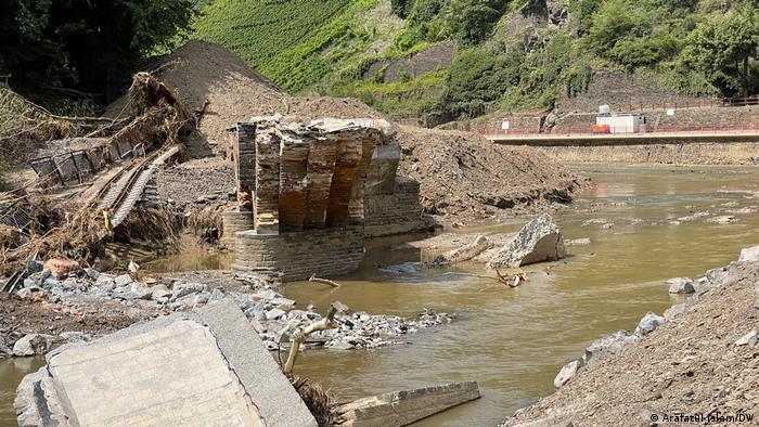 Deutschland Überflutung Bad Neuenahr-Ahrweiler Aufräumarbeiten