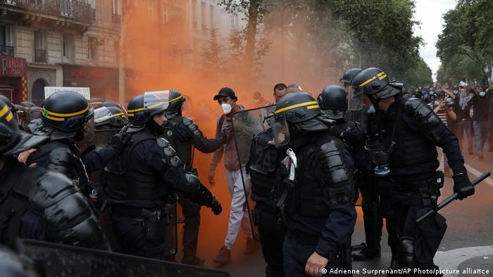 Під час антикарантинних протестів у Парижі 31 липня