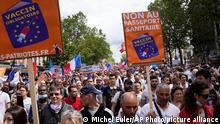 Frankreich Protest gegen Corona-Regeln in Paris