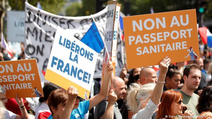 Protesta contra el pasaporte sanitario en Francia
