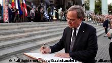 Armin Laschet, CDU/CSU-Kanzlerkandidat und Ministerpräsident von Nordrhein-Westfalen, nimmt an der Gedenkfeier an den Warschauer Aufstand. Laschet nahm am Samstagabend an einem Staatsakt und Gottesdienst am Denkmal des Warschauer Aufstands teil, der vor 77 Jahren ausbrach. +++ dpa-Bildfunk +++