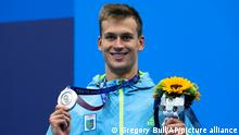 Mykhailo Romanchuk, of Ukraine, poses after winning the silver medal in a men's 1500-meter freestyle final at the 2020 Summer Olympics, Sunday, Aug. 1, 2021, in Tokyo, Japan. (AP Photo/Gregory Bull)