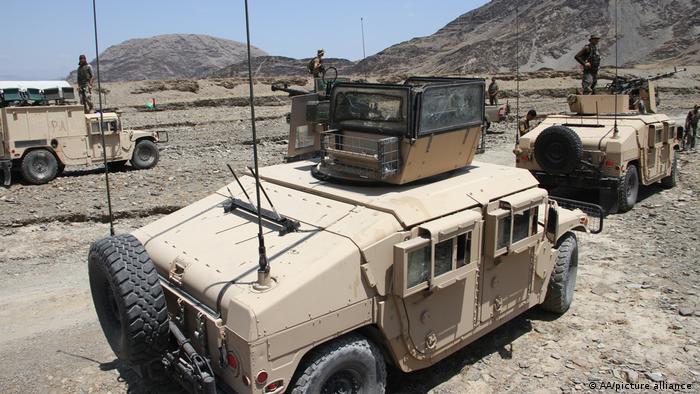 Gepanzerte Fahrzeuge der Regierungstruppen in der Provinz Nangarhar