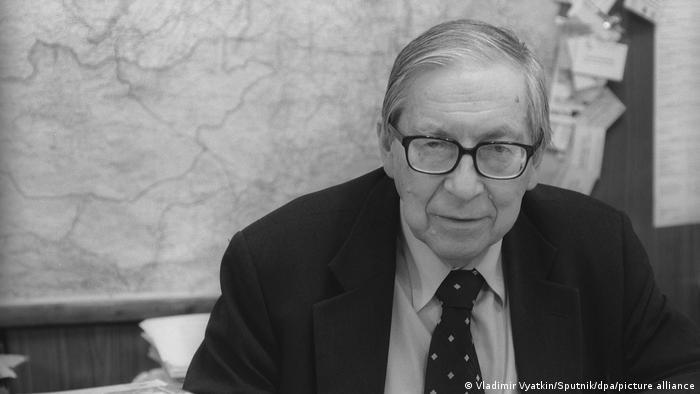 Декан факультета журналистики МГУ Ясен Засурский в 2004 году