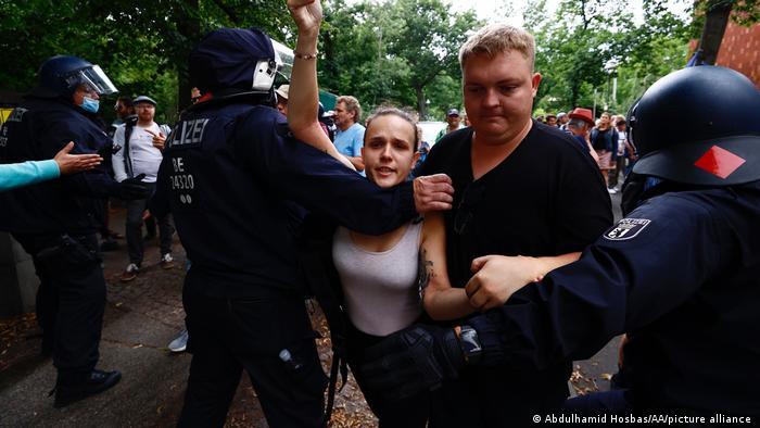 Deutschland Protest gegen Coronavirus-Impfstoff in Berlin
