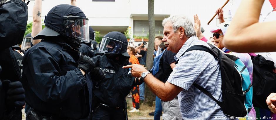 من مظاهرات حركة التفكير الجانبي والصدامات مع الشرطة في برلين.