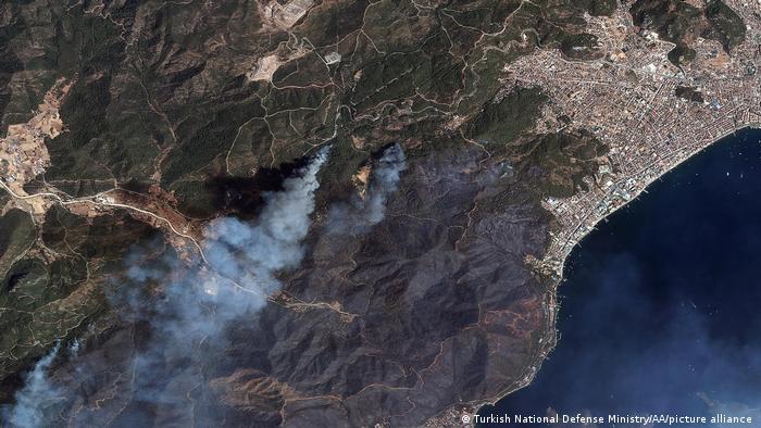 Muğla bölgesindeki yangınlar uydudan görüntülendi