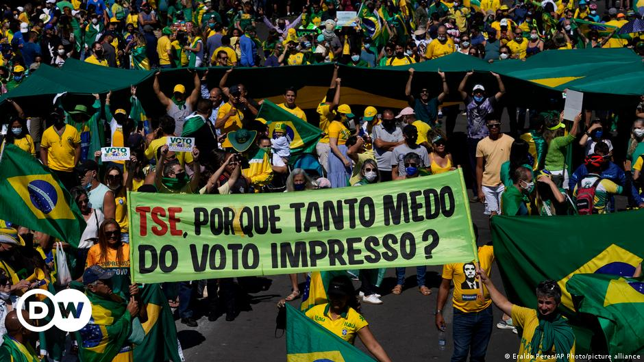 Brazil: Bolsonaro supporters push for changes to voting system