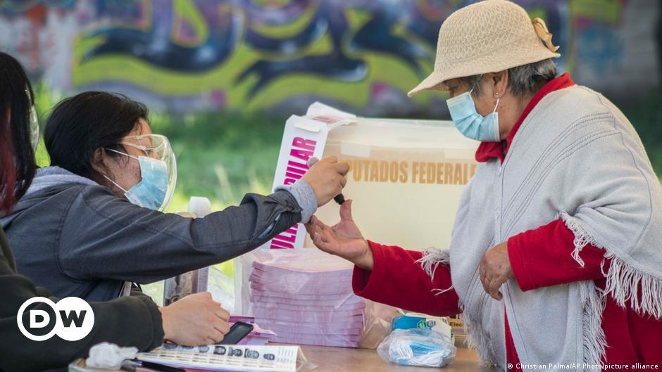 Mexico votes in referendum on prosecuting ex-presidents