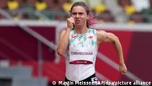 30.07.2021*** Leichtathletik: Olympia, 100m, Frauen. Krystsina Tsimanouskaya aus Belarus in Aktion. Tsimanouskaya teilte mit, dass ihr Olympiateam versucht hatte sie gegen ihren Willen von den Olympischen Spielen zu entfernen und sie zurück nach Belarus fliegen zu lassen, nachdem sie sich kritisch zu den Trainern äußerte. Eine Aktivistengruppe, die Tsimanouskaya unterstützt, teilte mit, dass sie ihr Leben in Belarus in Gefahr sehen und dass sie bei der österreichischen Botschaft in Tokio um Asyl bitte. +++ dpa-Bildfunk +++