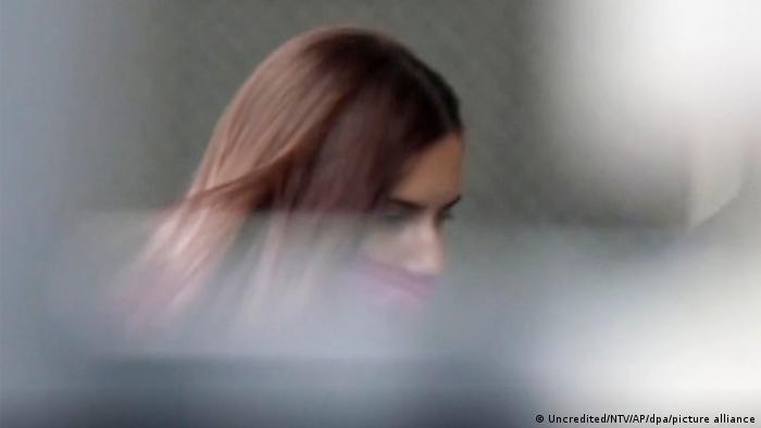 Білоруська легкоатлетка Христина Тимановська, заснята під час прибуття до посольства Польщі в Токіо