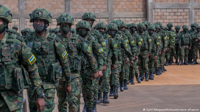 Kigali, Ruanda | Soldaten aus Ruanda auf dem Weg nach Mozambique