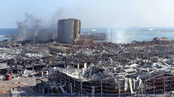 Das Hafengebiet von Beirut und angrenzende Stadtteile einen Tag nach der Explosion