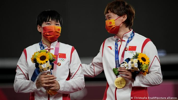 Olympische Spiele Tokio   Radsport Shanju Bao und Tianshi Zhong China   Mao-Sticker