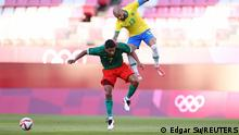 Tokyo 2020 Olympics - Soccer Football - Men - Semifinal - Mexico v Brazil - Ibaraki Kashima Stadium, Ibaraki, Japan - August 3, 2021. Luis Romo of Mexico in action with Dani Alves of Brazil REUTERS/Edgar Su SEARCH OLYMPICS DAY 12 FOR TOKYO 2020 OLYMPICS EDITOR'S CHOICE, SEARCH REUTERS OLYMPICS TOPIX FOR ALL EDITOR'S CHOICE PICTURES.TPX IMAGES OF THE DAY.