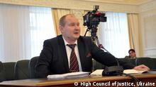 Ex-Richter Mykola Tschaus (Mykola Chaus). Er wurde wegen Ermittlungen in der Ukraine für die Bestechung nach Moldawien (Moldau) gefluchtet, von dort aber evtl. von der Ukrainischen Sicherheitsdienst zurück nach Kyiv gebracht.