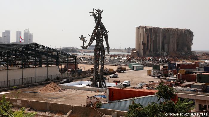 25-метрова скульптура в порту Бейрута - знак пам'яті жертв вибуху 4 серпня 2020 року