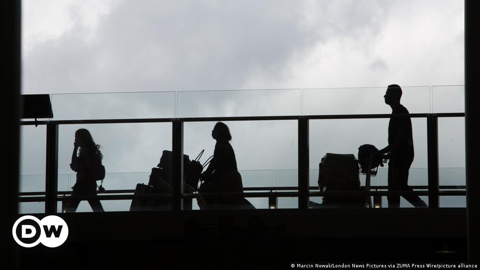 Coronavirus: EU calls for US to lift COVID entry ban on European travelers