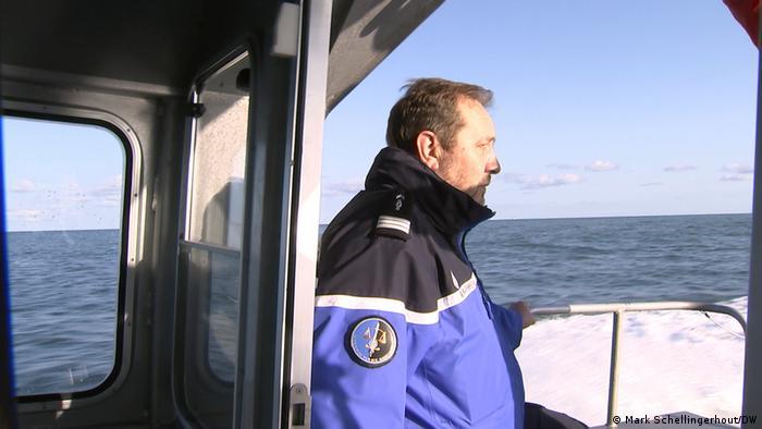 Ludovic Caulier auf dem Patrouillenboot