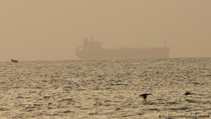 Britische Marine | mögliche Schiff-Entführung vor Küste der VAE