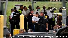 Agentes de policía, ayer en la escena del crimen, junto al Pentágono.