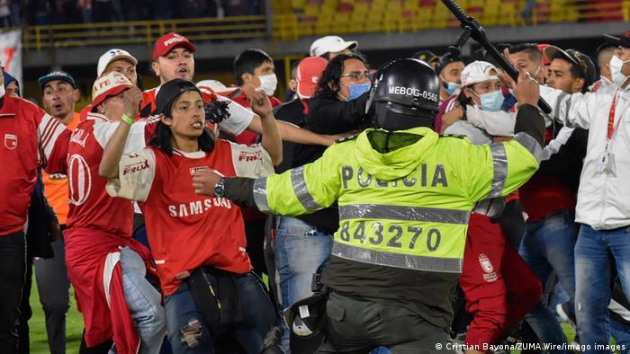 Kolumbien Fußball | Unruhen beim Spiel Atlético Nacional vs Santa Fe
