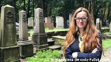 Natalia Romik auf dem jüdischen Friedhof an der Okopowa Strasse in Warschau, 2021, Copyright: Magdalena Gwozdz-Pallokat