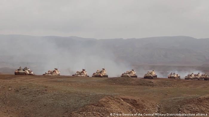Російська військова техніка в зоні проведення навчань у Таджикистані