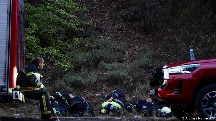Forest fires in Northern Macedonia: Firefighters take a break