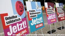 Fototermin zur Präsentation der Plakatkampagne der Partei Die Linke zur Bundestagsswahl 2021 vor der Volksbühne am Rosa-Luxemburg-Platz. Berlin, 21.07.2021