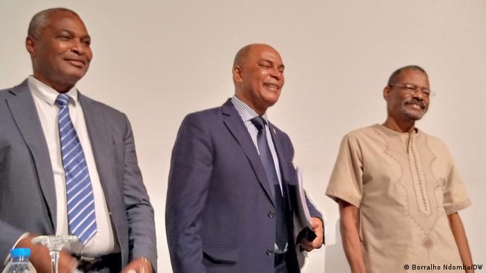 Líderes da Frente Patriótica: Abel Chivukuvuku (esq.), Adalberto Costa Júnior e Filomeno Vieira Lopes (dir.)