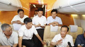 Prime Minister Wen Jiabao and other officials visited the disaster zone at the weekend