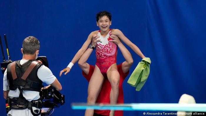 Quan se convirtió en la segunda medallista de oro china más joven en esta prueba en los Juegos Olímpicos, después de que Fu Mingxia la ganara en 1992 a los 13 años.