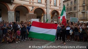 Διαδηλώση στο Κούνεο της Ιταλίας κατά του Πράσινου Πιστοποιητικού