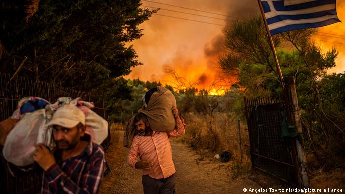 Палають передмістя Афін