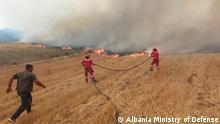 Feuerwehrleute, die versuchen, neue Brände in den Gebieten des Flusses Vlora zu isolieren.