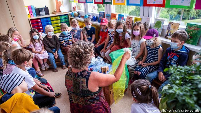 Deutschland | Coronakrise: Schulstart mit Maske