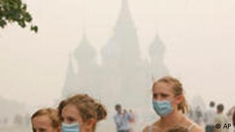 American tourists in Moscow wearing face masks in the smog
