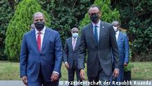 Besuch des zentralafrikanischen Präsidenten Faustin-Archange Touadéra in Kigali in Ruanda am 4. und 5. August 2021, der von seinem ruandischen Amtskollegen Paul Kagame begrüßt wird